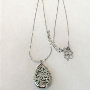 Teardrop Aromatherapy Necklace w/4 Leaf Clover